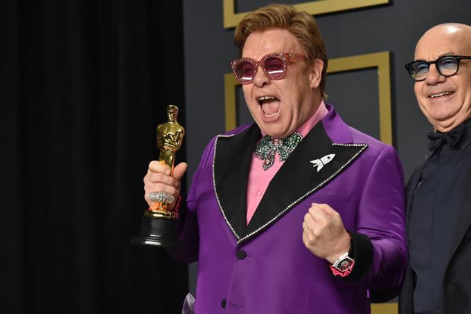Danh ca Elton John vỡ òa hạnh phúc khi nhận giải Oscar ở tuổi 72. Ông giành giải Ca khúc hay nhất trong phim với bài hát (Im Gonna) Love Me Again phim Rocketman.