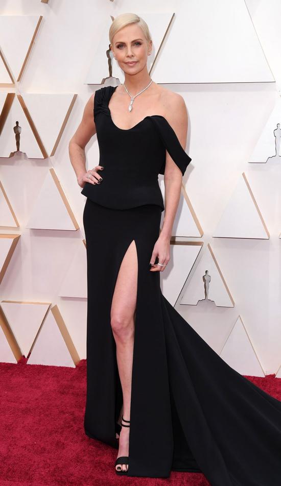 Minh tinh Charlize Theron nhận đề cử Nữ diễn viên chính xuất sắc với phim Bombshell.