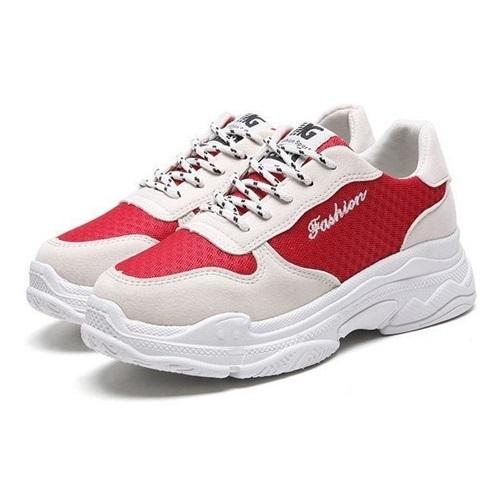 Giày Passo G210 có tông đỏ trắng chủ đạo, thân giày làm từ vải cao cấp nhưng mềm và thoáng khí. Item này có thể dễ dàng phối với bất kỳ trang phục nào. Sản phẩm có giá 350.000 đồng.