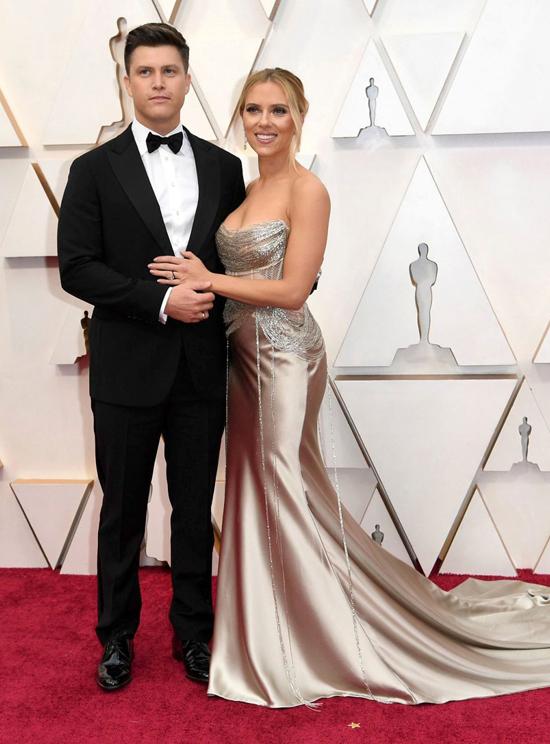 Nhiều cặp sao khác của Hollywood cùng nhau tới thảm đỏ Oscar, trong đó cóScarlett Johansson và vị hôn phuColin Jost.