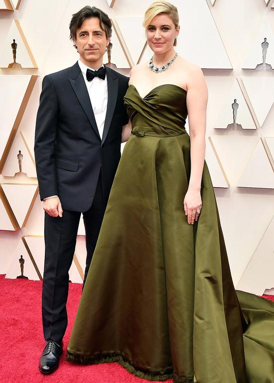 Cặp đôi tài năngGreta Gerwig vàNoah Baumbach gây chú ý tại sự kiện.Greta Gerwig là đạo diễn của bộ phim được đề cử Oscar Little Women trong khiNoah Baumbach được đề cử Kịch bản gốc xuất sắc với phim Marriage Story.