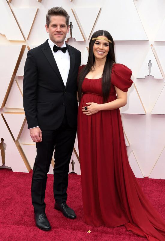 Nữ diễn viênAmerica Ferrera khoe bụng bầu bên ông xãRyan Piers Williams.