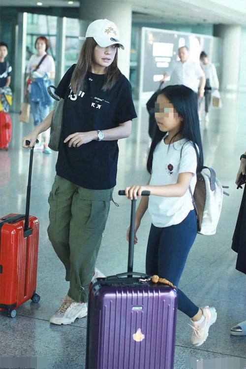 Triệu Vy và con gái Tiểu Tứ Nguyệt.