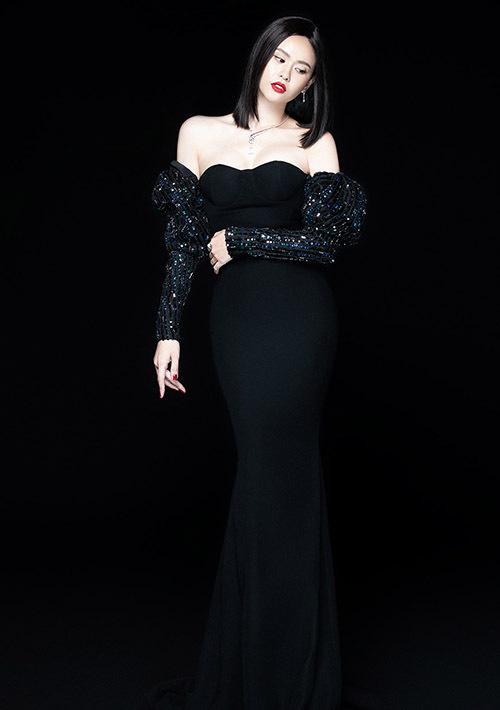 [CaptionPhoto: Mr AT  Stylist: Kye  Makeup: Hoàng Trang Bùi