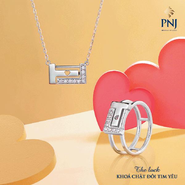 BST The Lockgồm ổ khóa tinh tế được cách điệu từ chữ cái đầu của cụm từ True Loveđan xen ẩn chứa thông điệp: hãy chung tay khóa chặt đôi tim yêu.