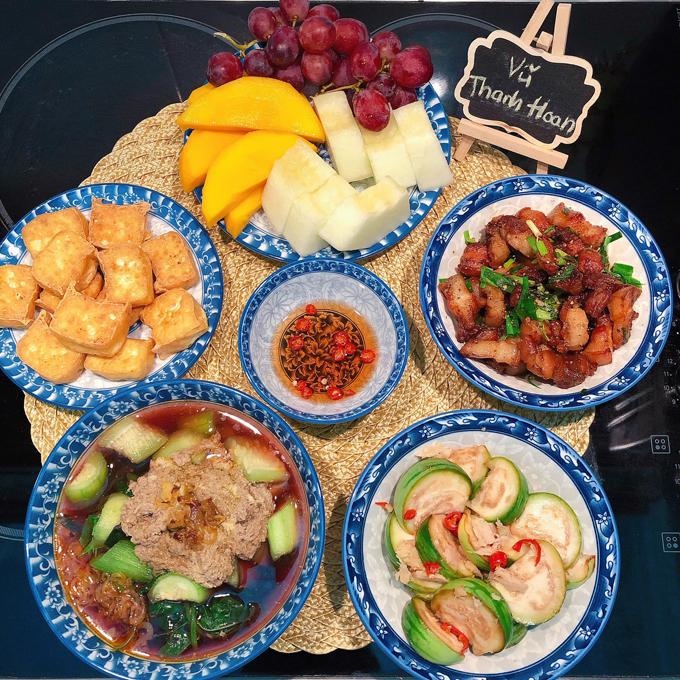 Nhiều bữa cơm tối, chị Hoan thường nấu dư để phần cơm trưa mang đi làm hôm sau.