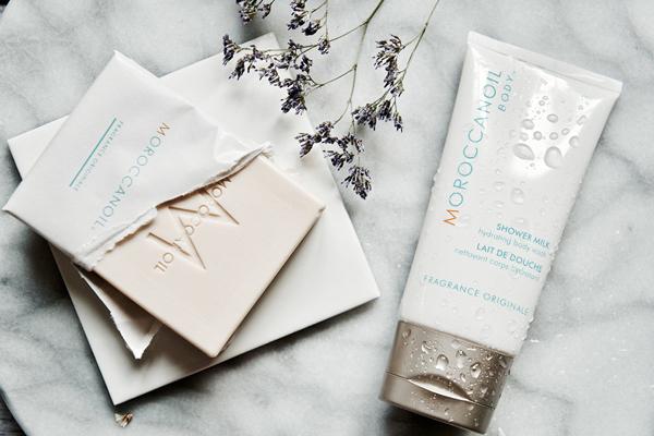 Xà phòng dưỡng thể Moroccanoil Body Soap.