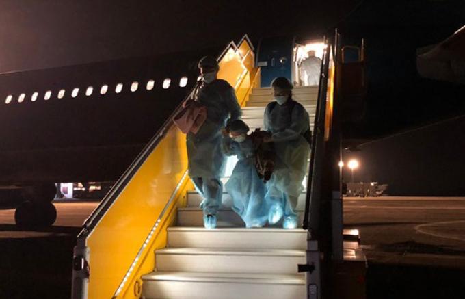 Máy bay hạ cánh tại sân bay Vân Đồn (Quảng Ninh) lúc 5h sáng 10/2. Ảnh: VNA