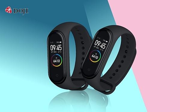 Khi khách hàng mua trang sức DOJI có hóa đơn từ 5 đến 10 triệu đồng sẽ được tặng vòng đeo tay thông minh Mi Smart Band 4 mới nhất.