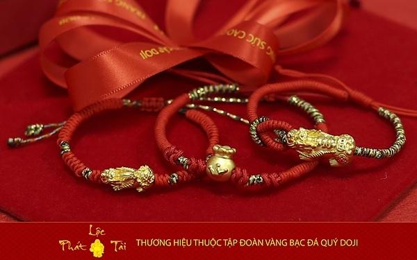 Ngoài ra, đối với các sản phẩm trang sức vàng ta, DOJI cũng áp dụng chương trình giảm giá 5% công chế tác đối với các đơn có giá trị tiền công dưới 1 triệu đồng.