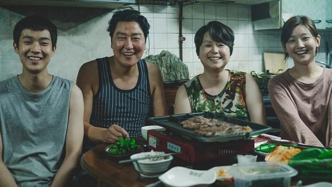 Gia đình nhà nghèo họ Kim trong phim.