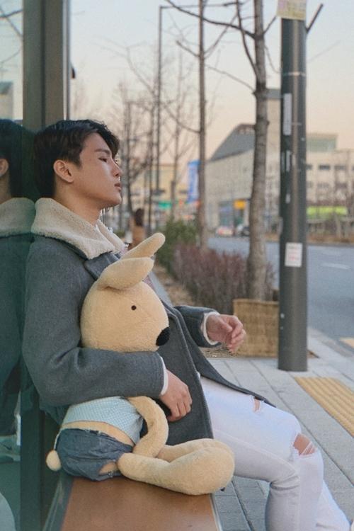 Phạm Đình Thái Ngân ra MV về sự cô đơn ngày Valentine