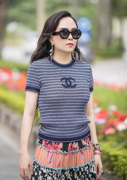 Phượng Chanel tiết lộ cô tập gym mỗi ngày khoảng 1 tiếng để giữ sức khoẻ và vóc dáng gọn gàng.