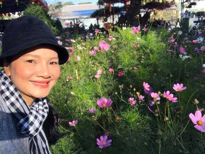 Kiều Chinh trồng hoa, nuôi cá trong khu vườn 5.000m2