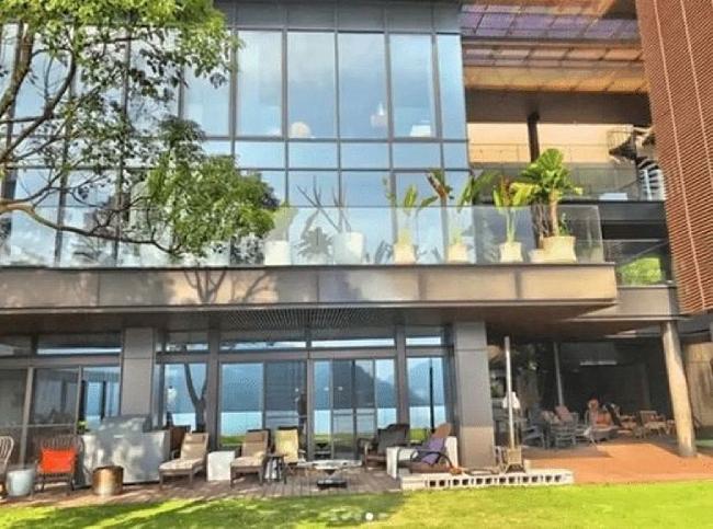 Theo một nguồn tin, giá biệt thự ở đây khoảng 850.000 TWD mỗi m2. Giá biệt thự dao động khoảng 470 triệu TWD (15 triệu USD), thuộc hàng đắt đỏ nhất Đài Bắc hiện nay.