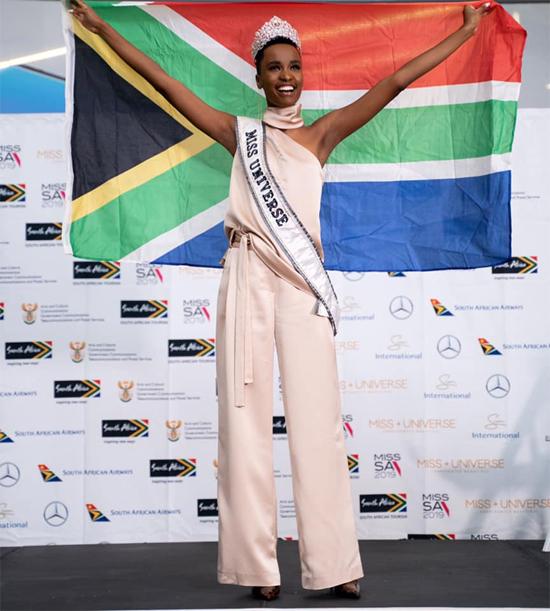 Tại buổi họp báo diễn ra ngay sau đó, Zozibini Tunzi bày tỏ niềm cảm kích trước tình cảm của người dân Nam Phi và tự hào khi mang vương miện về cho đất nước. Zozibini là đại diện thứ ba của Nam Phi giành ngôi vị Hoa hậu Hoàn vũ trong lịch sử 67 năm của cuộc thi.