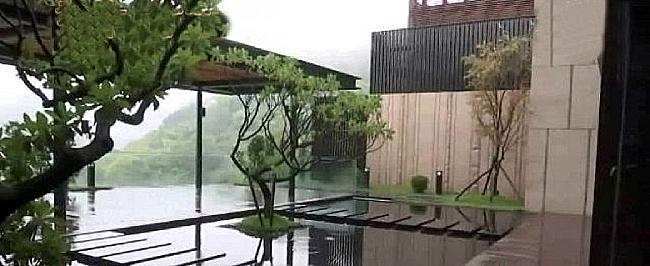 Hồ bơi ngoài trời.