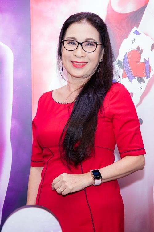 NSND Kim Xuân đảm nhận vai mẹ của Hương Giang trong phim, gây xúc động với vẻ dung dị và nghèo khổ.