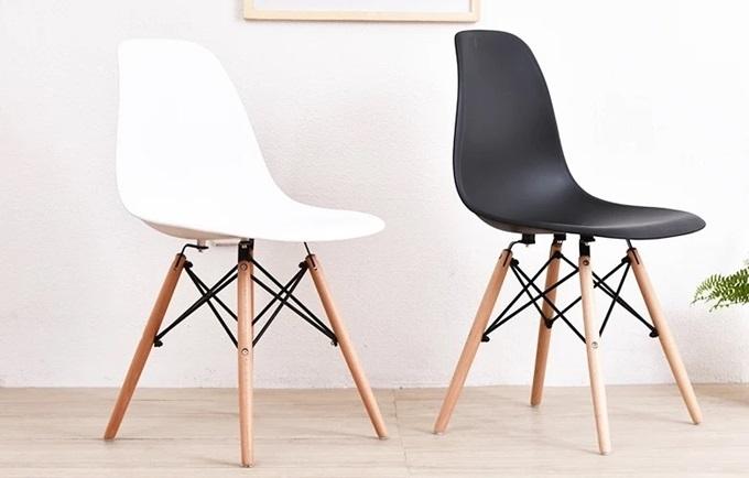Ghế tối giản kiểu Bắc Âucó thiết kế tối giản,phù hợp không gian hiện đại của các gia đình trẻ. Mặt ghế nhựa ABS, khung thép, chân gỗ, giá đỡ sắt sơn tĩnh điện. Sản phẩm giảm 50% trên Shop VnExpress, còn395.000 đồng (giá gốc790.000đồng).