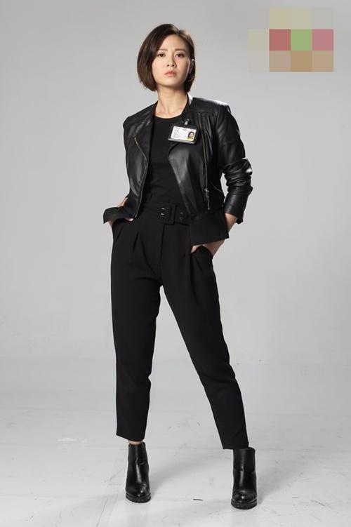 Hoa hậu Hong Kong 2011 Chu Thần Lệ vào vai nữ cảnh sát Cao Tĩnh, em gái của Cao An. Cô và cấp trên Quách Huy Hoàng hợp thành cặp bài trù ở sở cảnh sát Tây Cửu Long.