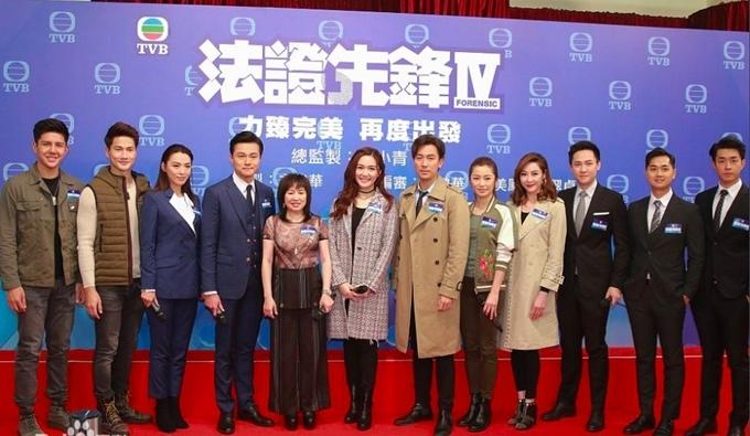 Ban đầu, Bằng chứng thép 4 được ấn định lên sóng từ 4/11/2019, trong tháng phim hướng tới sinh nhật lần thứ 52 của đài TVB. Nhưng vì á hậu Hoàng Tâm Dĩnhvướng scandal ngoại tình và giật chồng, vai diễn của cô được người khác đóng thế, phim phải quay lại khá nhiều cảnh vào cuối tháng 5 năm ngoái và lùi lịch ra mắt thành 17/2.