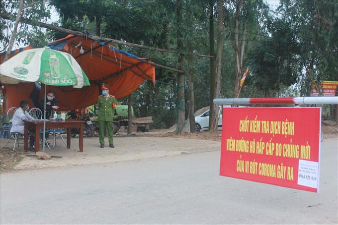 Một chốt kiểm tra dịch Covid-19 tại tỉnh Vĩnh Phúc.