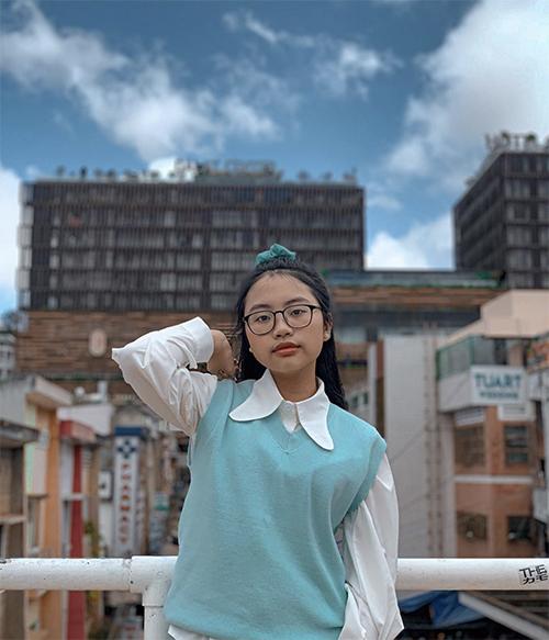 Lối mix đồ hợp lứa tuổi và phong cách hóm hỉnh của Phương Mỹ Chi thu hút sự quan tâm của khán giả. Các video trên trang cá nhân của cô luôn có hơn 10.000 lượt like.