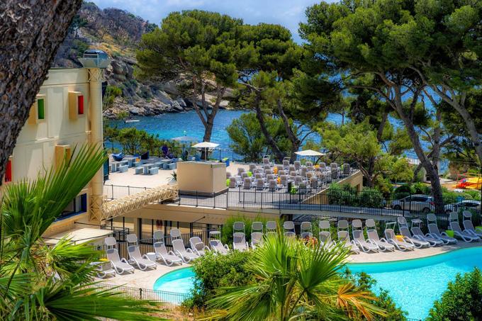 Resort thiên đường được chọn làm khu cách ly dịch Covid-19 - 1