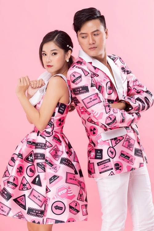 Trong phim này, Hoàng Yến Chibi vào vai cô gái chạy xe ôm tên Thư, Quách Ngọc Tuyên hóa thân thành anh chàng trai bao tên Sỹ. Họ quen nhau trong một lần Thư nhận cuốc xe chở Sỹ. Phim có nhiều cảnh bạo lực và nội tâm.