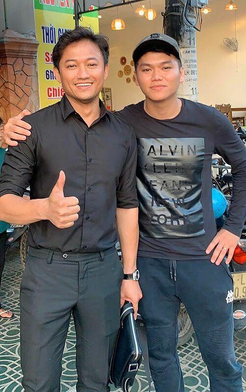 Diễn viên Lê Phương đăng ảnh chụp chung của ông xã Trung Kiên bên người yêu cũ Quý Bình cùng chú thích: Cảm thấy trọn vẹn... để gió cuốn đi.