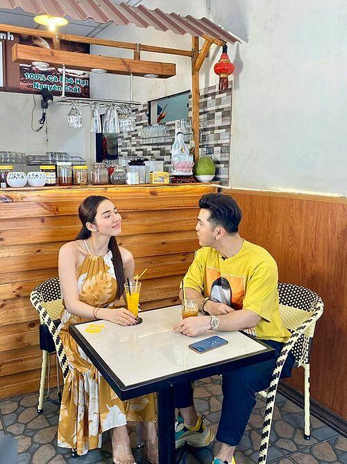 Ưng Hoàng Phúc trêu bà xã Kim Cương: Valentine em thích gì? Anh đúng không?.