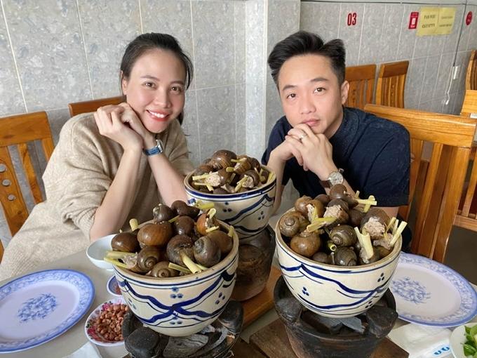 Vợ chồng Cường Đôla - Đàm Thu Trang khám phá Đà Lạt và thưởng thức những món ăn nổi tiếng.