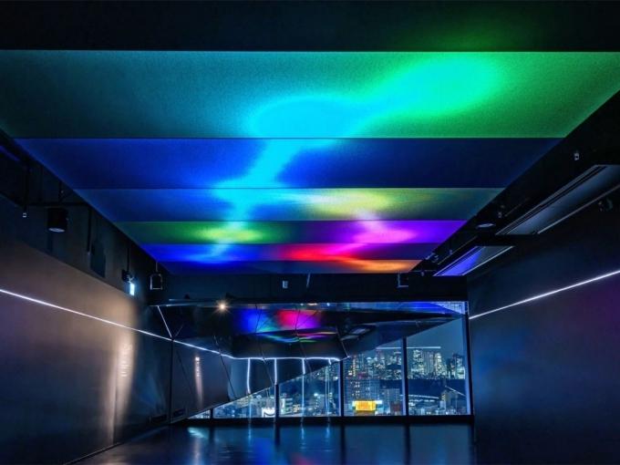 Cổng Shibuya Sky ở tầng 14 tòa nhà. Sau khi mua vé, bạn đi thang máy từ tầng 14 lên thẳng đến tầng 45 ngắm cảnh. Hệthống âm thanh nổi và hình ảnh trên trần thang máythay đổi theo tốc độ, khiến bạn có cảm giác như đang du hành vũ trụ.Giá vé 2.000 yên/vé người lớn, 1.600 yên/vé cho học sinh cấp hai, 1.000 yên/vé cho học sinh cấp một, 600 yên/vé đối với các bé từ 3 đến 5 tuổi. Trẻ em dưới 2 tuổi miễn phí.