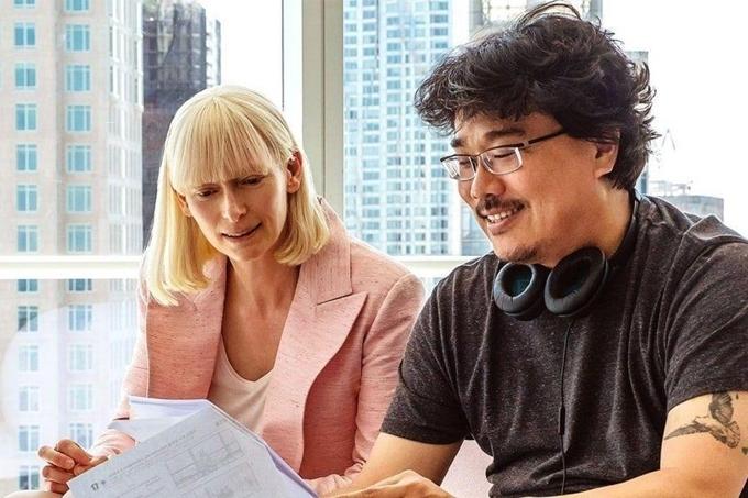 Minh tinh Tilda Swinton từng cộng tác với đạo diễn Bong Joon Ho trong hai phim của ông được Hollywood đầu tư là Snowpiercer và Okja.