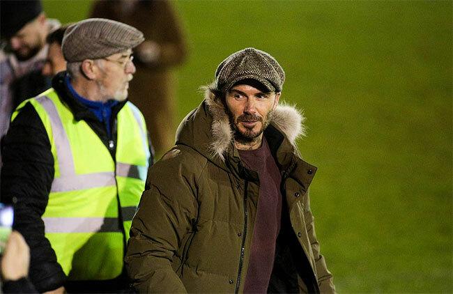 Becks tới sân bóng Somerset xem con trai Romeo thi đấu.