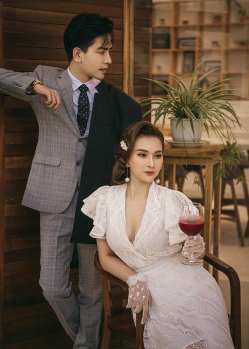 Dịp lễ tìnhnhân năm nay, hai vợ chồng Thu Thủy đã tự tặngcho nhau một bộ ảnh vô cùng tình cảm mà cặp đôi thực hiện tại Đà Lạt trong kỳ nghỉ Tết vừa qua.