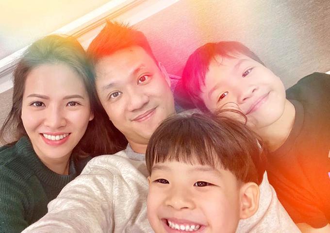 Gia đình hạnh phúc của Khải Anh và Đan Lê.