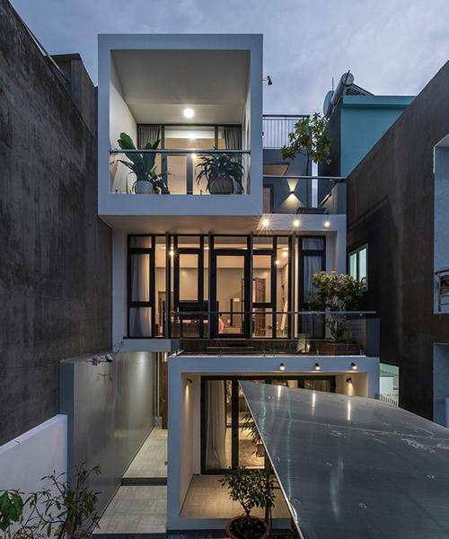 Công trình được xây dựng trên mảnh đất có diện tích 119 m2, toạ lạc ở Thủ Dầu Một, Bình Dương, được hoàn thiện năm 2018 bởi Hoang Vu Architect, Sala Landscape & Architecture.