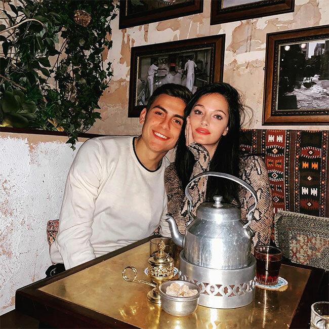 Chân sút Dybala và bạn gái đón Valentine cùng nhau.