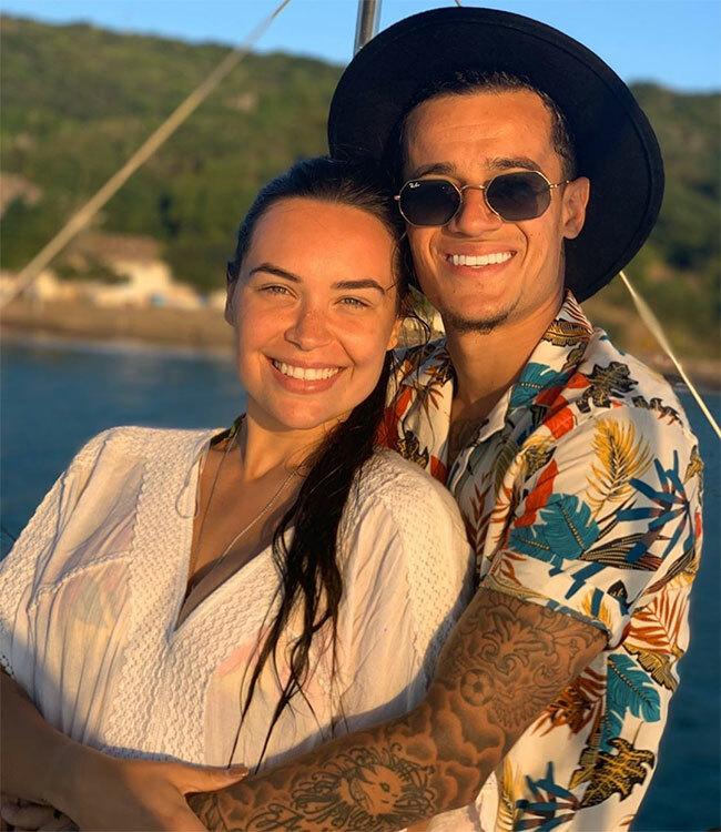 Vợ chồng Coutinho ôm nhau trong ngày Tình nhân.