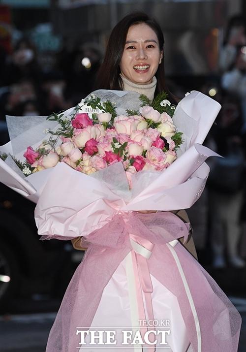 Cuối tập 15, nhân vật Yoon Se Ri đang bất tỉnh và nguy kịch tính mạng. Nhiều fan khóc thương cho cô và mong cô có cái kết hạnh phúc bên đại úy Ri Jung Hyuk (Hyun Bin đóng).