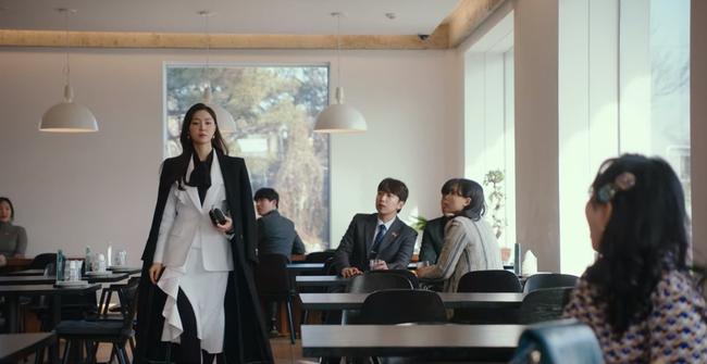 Hàng hiệu của Seo Dan trong Hạ cánh nơi anh - 4