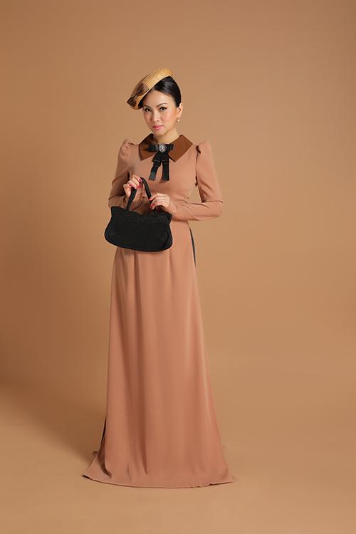 Mỗi thiết kế đều là sự pha trộn độc đáo từ hai nền văn hoá Đông -Tây.Chiếc áo dài truyền thống của phụ nữ Việt Nam được cách điệu với chi tiết cổ áo, tay bồng đậm phong cách vintage.