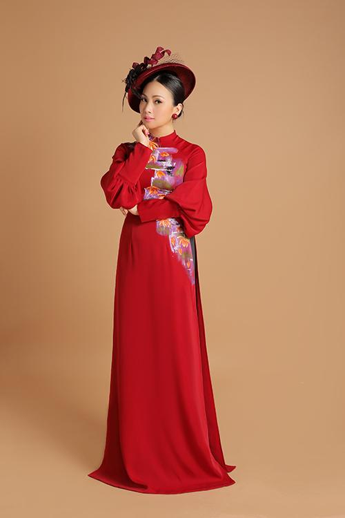 Bộ ảnh được hỗ trợ thực hiện bởi stylist Tân Đà Lạt, nhiếp ảnh Hứa Quý Long, trang điểm Dũng Phan và làm tóc Tú Lam.