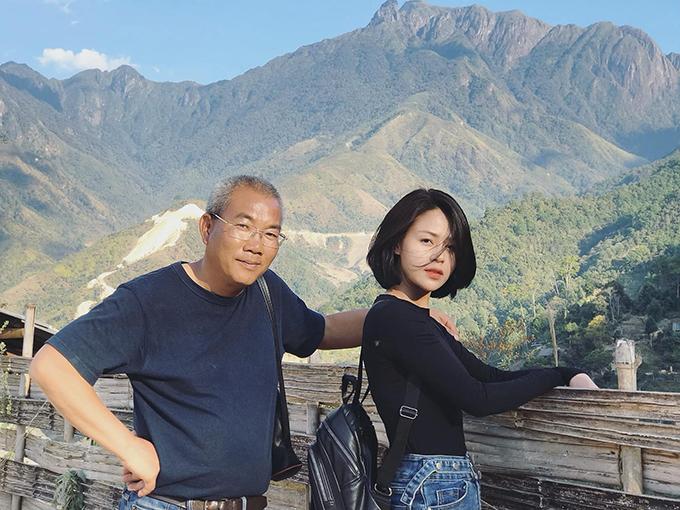 NSƯT, đạo diễn Danh Dũng và Lương Thu Trang ở phim trường tại Lai Châu.