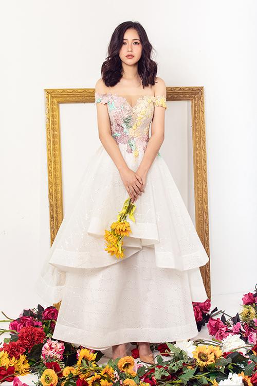Váy dạ hội được khai thác khoảng hở ý nhị để người mặc khoe được vẻ đẹp quyến rũ khi tham gia các sự kiện sang trọng.