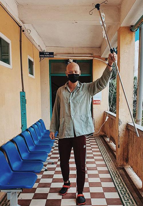 Anh Vũ điều trị ung thư tại Bệnh viện E Hà Nội.