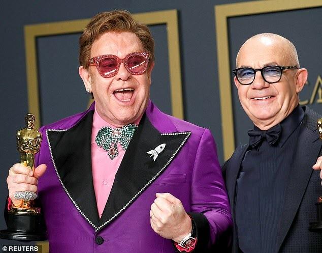 Elton vẫn khỏe mạnh và diễn sung tại lễ trao giải Oscar hôm 9/2 - nơi ông giành chiến thắng giải Ca khúc trong phim hay nhất.