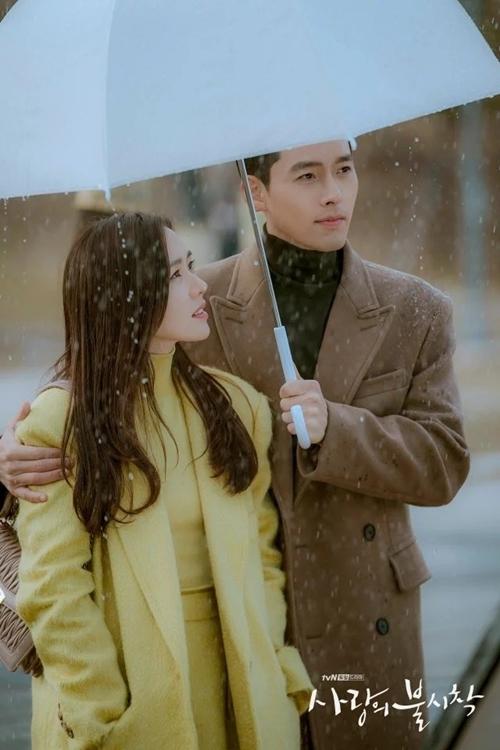 Bộ ảnh đi dưới mưa lại thuộc về đoạn kết của tập 15 - tập phim áp chót.