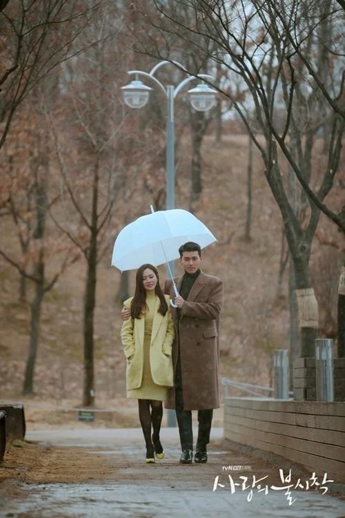 Hình ảnh này gợi nhắc đến một cảnh trong Chị đẹp mua cơm ngon cho tôi - series được yêu thích của Son Ye Jin năm 2017.